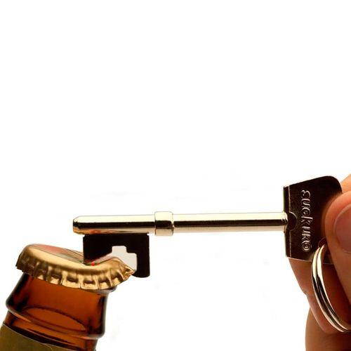 chaveiro-e-abridor-de-garrafa-chave-dourada-02
